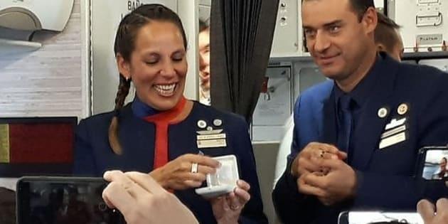 Papa Francesco celebra matrimonio sul volo Santiago - Iquique