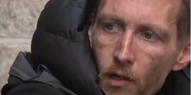 Chris Parker, le sans-abri qui avait secouru des victimes lors de l'attentat de Manchester, est accusé d'avoir volé les effets personnels de certaines d'entre elles.