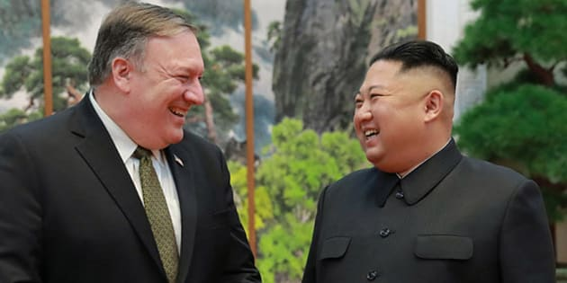 7日、平壌で会談したポンペオ米国務長官(左)と金正恩朝鮮労働党委員長=労働新聞ホームページから