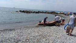 Muore falciato dal motoscafo guidato dal figlio nel mare di
