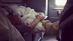 La foto degli anziani evacuati che si tengono per mano è il simbolo della potenza dell'uragano