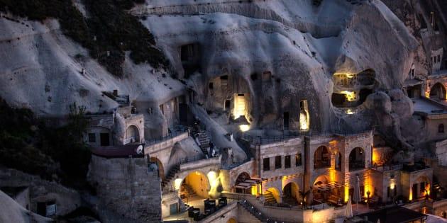 Un hotel cueva en el pueblo de Goreme, en Turquía.