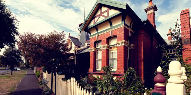 Plut t que de s 39 acheter une nouvelle maison elle en for Acheter une maison en australie