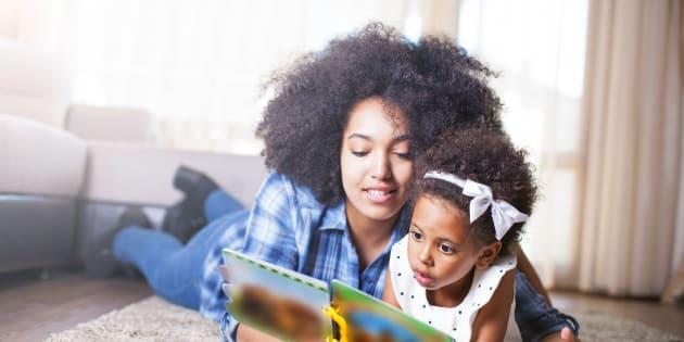 De plus en plus, les parents font lire les livres qu'ils aimaient à leurs enfants