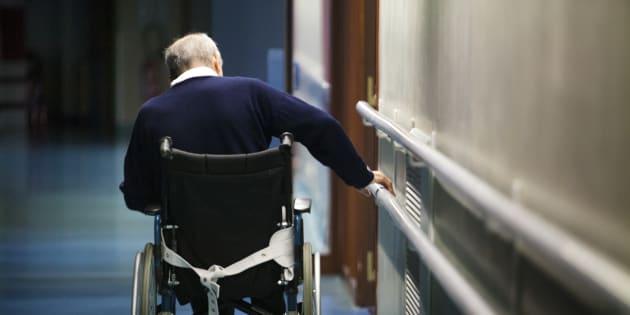 Dans les EHPAD, la souffrance des patients et des soignants témoigne de l'incompétence du gouvernement.