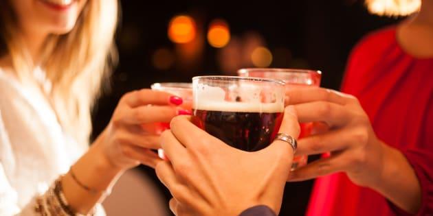 Grâce au mariage de Meghan Markle avec le Prince Harry, les Britanniques pourront boire plus tard.