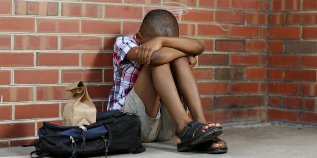 Le harcèlement scolaire subi par ce petit garçon bouleverse Twitter (ce qui le pousse à porter plainte) (photo d'illustration)