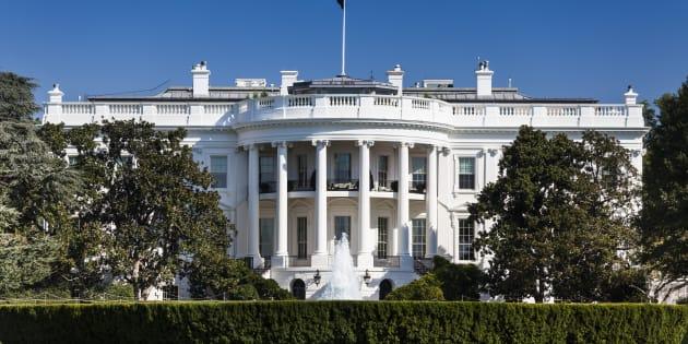 Une voiture enfonce la barrière de sécurité de la Maison-Blanche — Etats-Unis