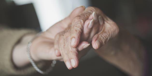 Un senior sur deux ne peut plus marcher ou lever le bras après 75 ans, d'après une étude