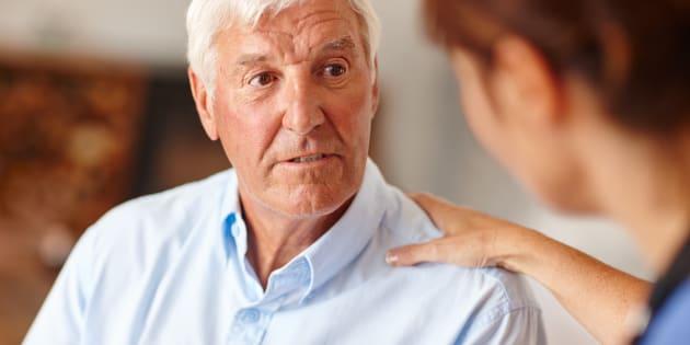 Parler aux personnes âgées comme à des enfants n'est pas mignon. Cela peut même être nocif