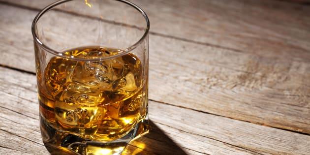 Svizzera, cliente cinese ordina bicchiere whisky a 10mila franchi