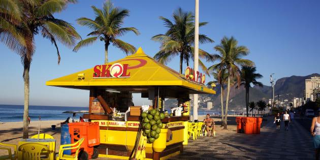 Greve dos caminhoneiros afeta abastecimento de coco no Rio de Janeiro.