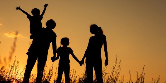 4人家族のイメージ写真
