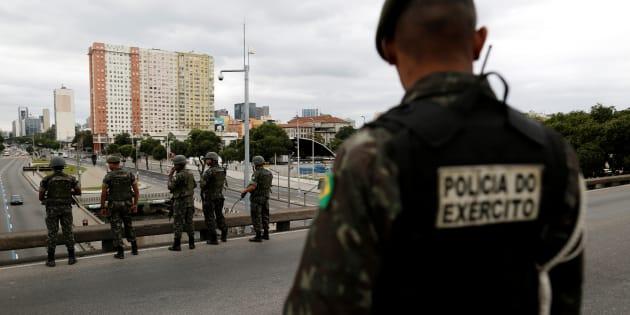 Policiais militares, civis, bombeiros militares e profissionais de perícia dos estados podem fazer parte da Força Nacional. Ela já foi convocada pelo governo do Rio de Janeiro, que é do MDB.