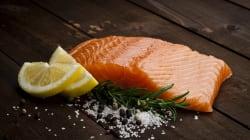 Du saumon transgénique vendu au Canada inquiète les