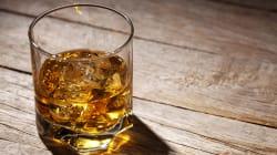 Chiede uno shot di whisky in un bar e il conto è di oltre 8mila euro (ma c'è un