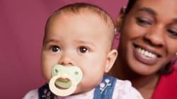 Chupar el chupete de tus hijos podría aportarles beneficios para la salud, según un