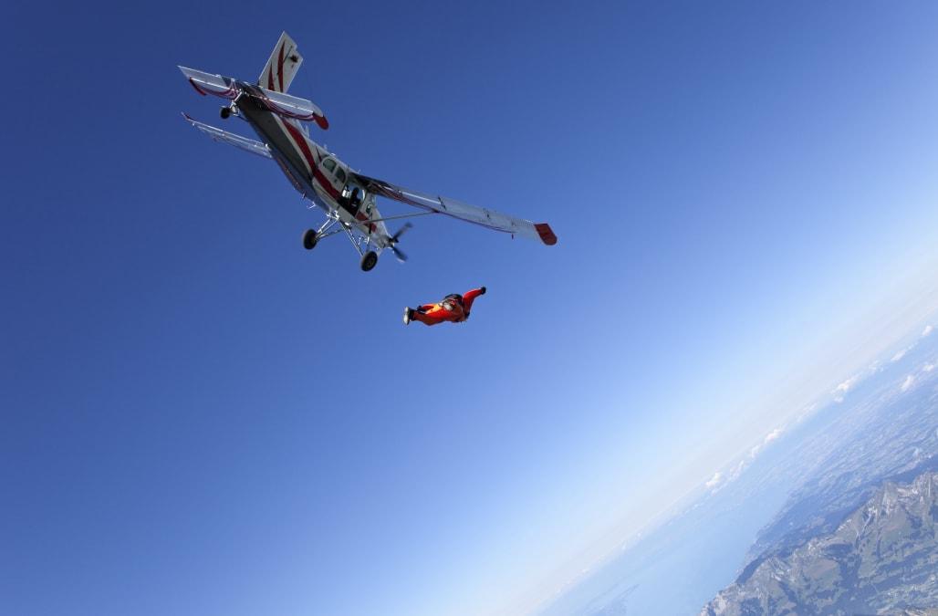 Shoot em up skydiving scene