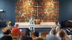 Una iglesia celebra una misa sin fin para impedir la deportación de una