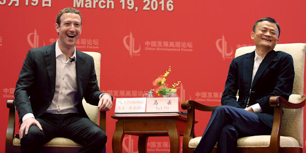 Mark Zuckerberg, le PDG de Facebook, avec le fondateur d'Alibaba, Jack Ma, le 19 mars.