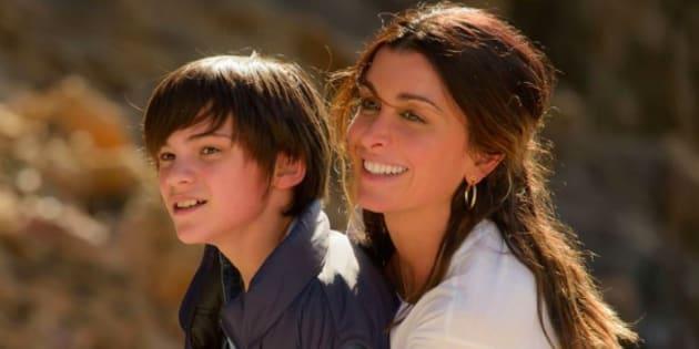 """Jenifer Bartoli et Félix Bossuet partagent l'affiche du téléfilm """"Traqués""""."""