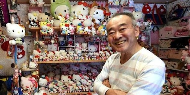 L'ancien policier Masao Gunji présente fièrement sa collection Hello Kitty.