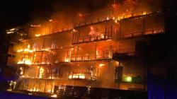 Les images impressionnantes de l'incendie d'un immeuble à
