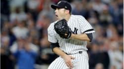 Un jugador de beisbol recibe una pelota en sus partes íntimas y la reacción del lanzador lo dice