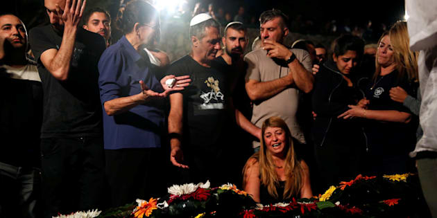 Relatives and friends mourn over the grave of Israeli policeman in Jerusalem October 9, 2016.