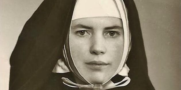 «Je souhaite aux femmes portant des signes religieux de se questionner et de se faire un devoir de s'instruire auprès d'Historiens reconnus. Peut-être seront-elles ensuite, tout comme moi, désendoctrinées!» (la photo date de 1968)