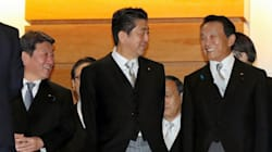 麻生氏留任、財務省内では歓迎の声も 消費増税を控え