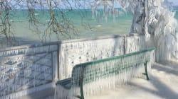 Les images féeriques des rives gelées du lac