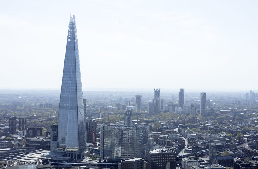 Stunning footage shows daredevil scaling London's tallest building without a harness - AOL