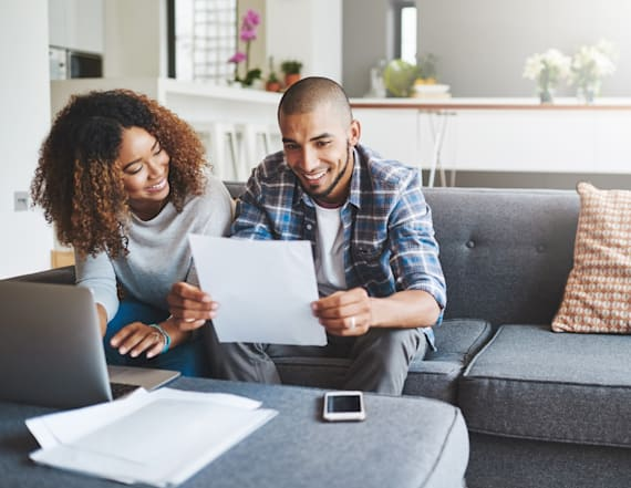 7 easy ways to stay out of debt