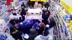Pandori in offerta al supermercato di Palermo. Il video della ressa è