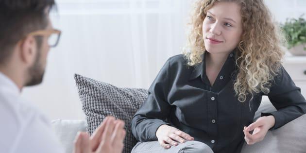 Por el bien de tu dinero y tu tiempo, no debes mentirle a tu terapeuta.