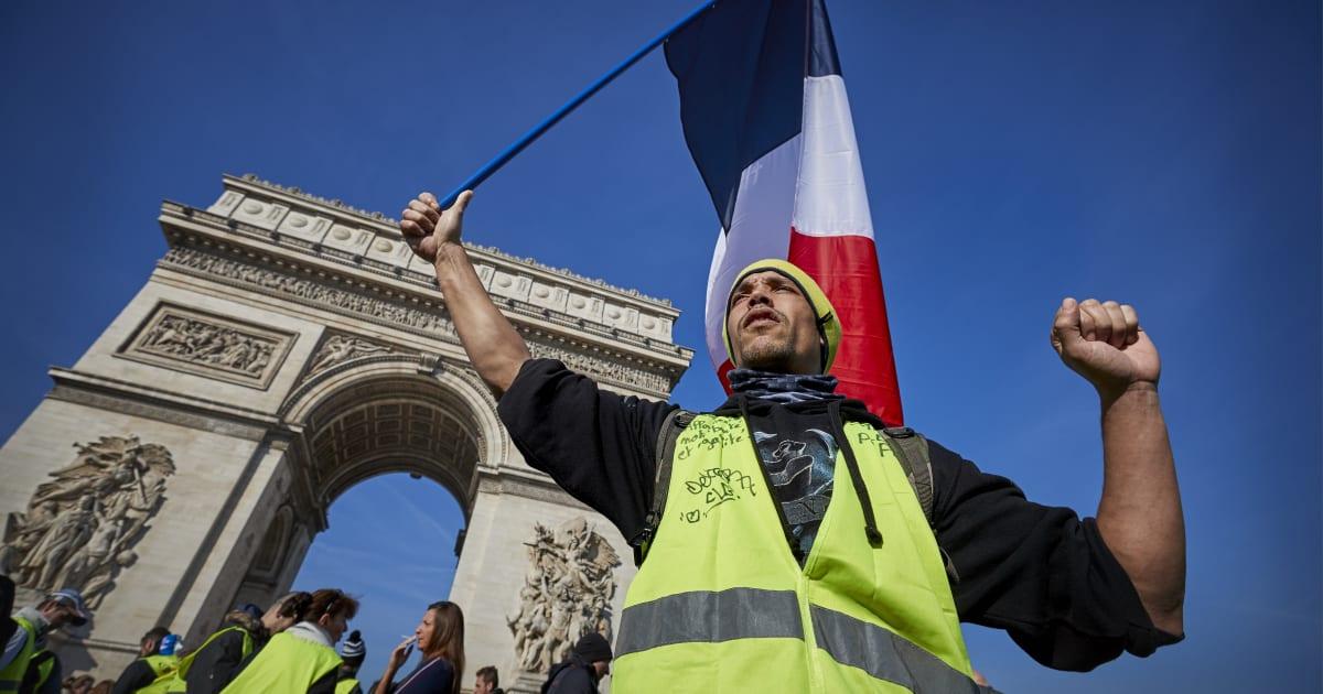 I gilet gialli presentano una pesante fattura all'economia francese