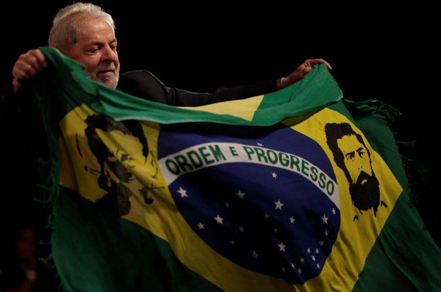 O ex-presidente Lula foi condenado a nove anos e seis meses de prisão por corrupção passiva e lavagem de dinheiro.