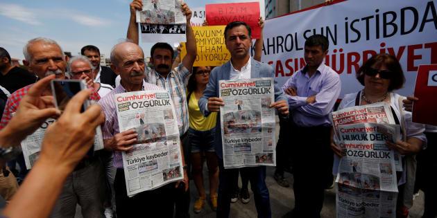 Liberté conditionnelle pour 7 journalistes du Cumhuriyet, le procès se poursuit — Turquie