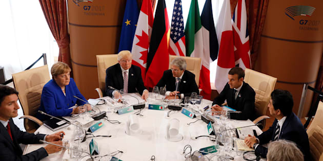 (L-R) Canadian Prime Minister Justin Trudeau, German Chancellor Angela Merkel, U.S. President Donald Trump, Italian Prime Minister Paolo Gentiloni, French President Emmanuel Macron, Japanese Prime Minister Shinzo Abe, Britain?s Prime Minister Theresa May, European Council President Donald Tusk and European Commission President Jean-Claude Juncker sit around a table during the G7 Summit in Taormina, Sicily, Italy, May 26, 2017. REUTERS/Jonathan Ernst