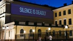 Des slogans de soutien aux Tchétchènes gays sur le palais présidentiel finlandais avant le sommet