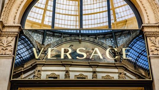 AFFARE FATTO - Michael Kors compra Versace per 1,83 miliardi di euro. Donatella resta direttore