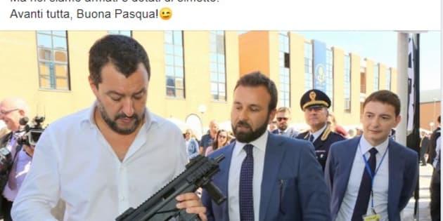 """Lo """"spin doctor"""" posta la foto di Salvini col mitr"""