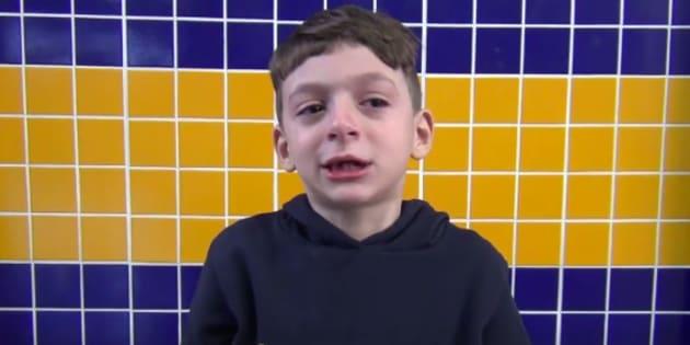 Pietro se emocionou em campanha de agasalho da escola.