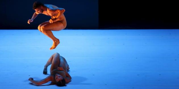 La danse contemporaine, le remède pour aider les accrocs aux écrans à se reconnecter à leur corps.
