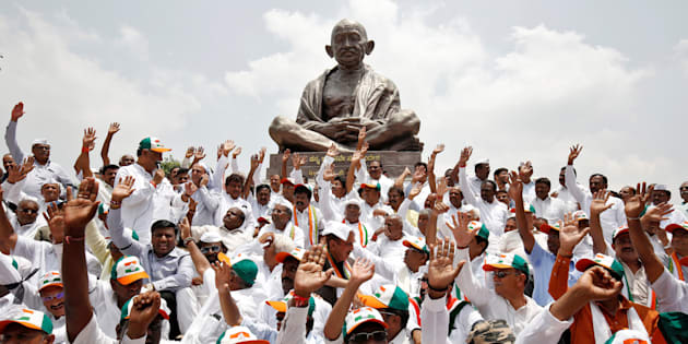Lawmakers from the Congress party and the Janata Dal (Secular) protest against the Bharatiya Janata Party leader B.S. Yeddyurappa's swearing-in as Chief Minister of Karnataka, in Bengaluru, May 17, 2018.