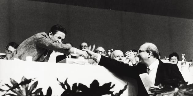 The General Secretary of the Italian Communist Party Enrico Berlinguer shaking hands with the socialist Bettino Craxi during a political congress, while the Italian deputy Giancarlo Pajetta is clapping. 1970s (Photo by Sergio Del Grande/Mondadori Portfolio via Getty Images)
