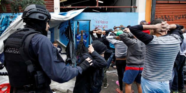Operação com 900 policias surpreendeu os frequentadores da Cracolândia em São Paulo no último domingo (21).