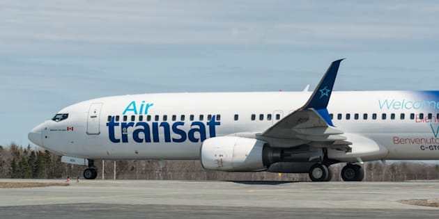 De-icing an Air Transat A321 made 185 passengers sick