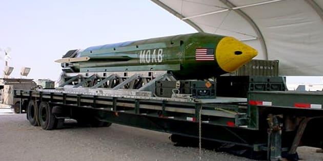 Donald Trump a donné son aval pour que soit larguée la MOAB, une bombe surpuissante, dans un fief de l'État islamique en Afghanistan, jeudi 13 avril.